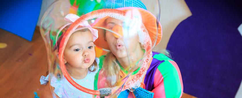 Шоу мыльных пузырей на детском празднике